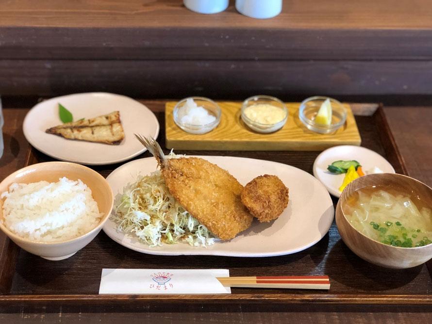 ランチタイムには「ひものや食堂ひだまり」の「あさひ(フライ定食)」1080円(税込)で、仙崎の味を堪能。サワラのメンチカツや肉厚のアジのフライに、目の前の漁港であがる新鮮なマサバの塩焼きが付いてボリューム満点。お米は油谷地区の棚田米を使っていて、おかわり自由なのがうれしい。