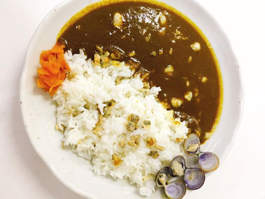 シジミの里、大任町ならではのグルメ「しじみカレー」600円(税込)。シジミの旨味がカレーに溶けこんで、奥深い味わい。