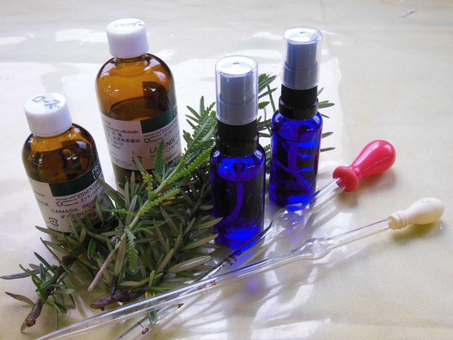「ハーブアロマブレンド体験」(15分~、2000円)では、ハーブエッセンシャルオイルを組み合わせて、自分だけの香りを作ることができる。