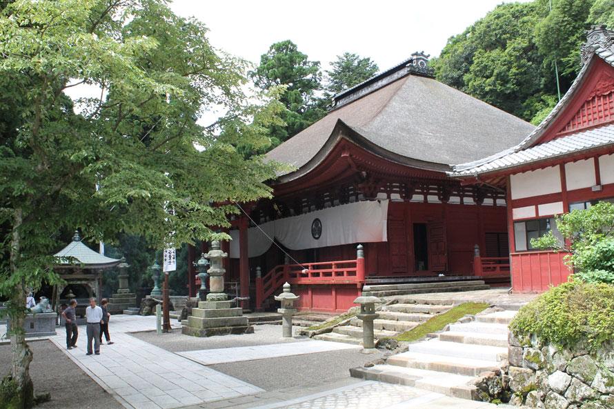 伊勢料金所と朝熊山頂の間にある「朝熊岳金剛證寺」は、「伊勢神宮」の鬼門を守る寺で、「伊勢神宮の奥之院」ともいわれている。伊勢神宮とあわせて参詣するのがおすすめだ。