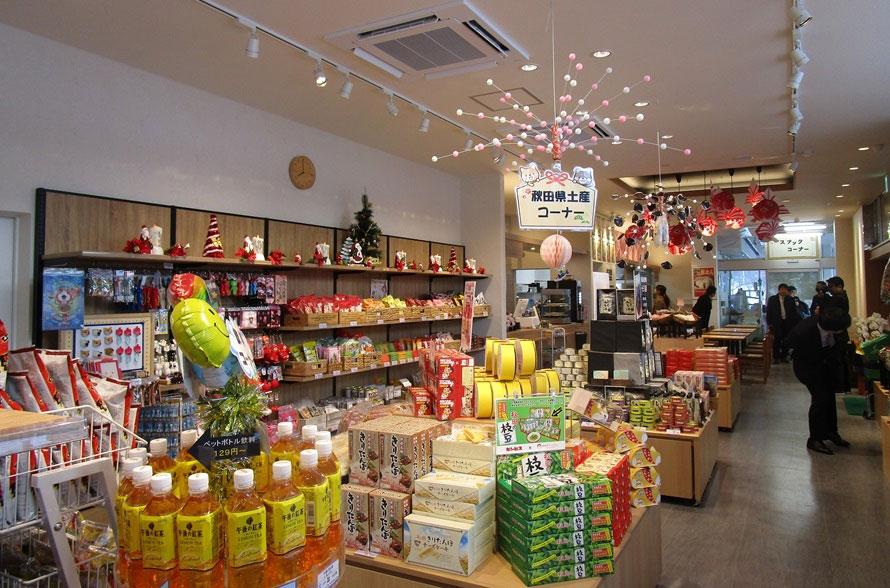ショッピングコーナーにはリンゴのお菓子や、「ねぶた」関連の商品などが並び、地域色たっぷり。
