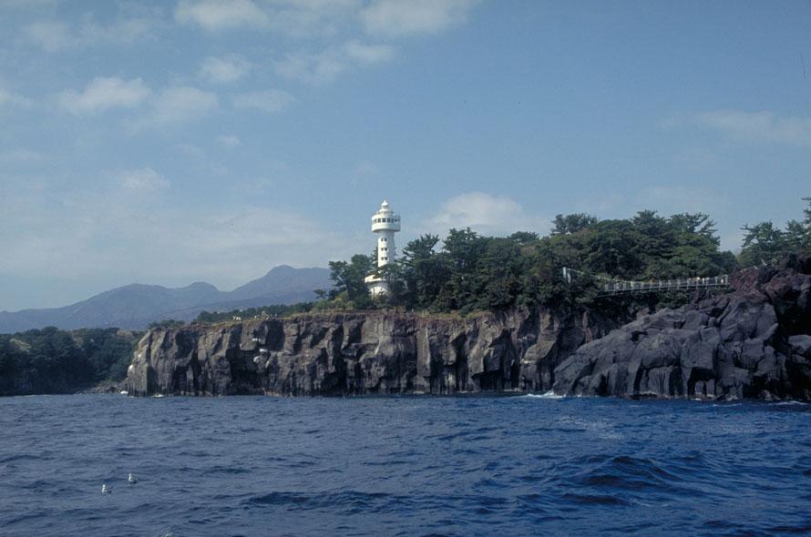 断崖絶壁や、ゴツゴツとした岩肌の様子がよくわかる。