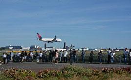 目の前を飛ぶ飛行機に大興奮!成田国際空港を望む公園へドライブ 千葉県成田市