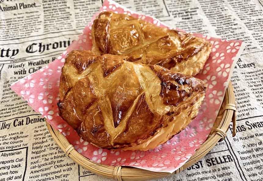 松代PA(上り)オリジナルの「アップルパイ」350円(税込)は、長野県産リンゴジャムをたっぷり使った人気の一品。サクッとしたパイ生地と、ほどよい酸味と甘みのリンゴジャムは絶妙なおいしさ。