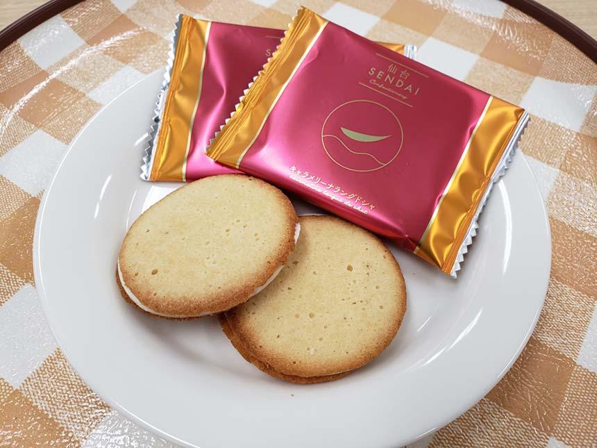 鶴巣PA(上下線)限定の新商品「仙台キャラメリーナラングドシャ」864円(税込)。生キャラメルクリームを練り込んだクッキーでホワイトチョコレートをサンドした口どけの良いお菓子。新たな仙台土産としていかが?