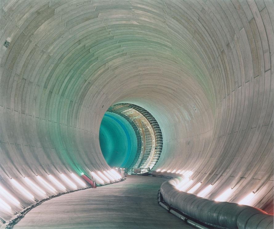 中川・綾瀬川流域の中小河川から流れこんだ水の通る巨大なトンネル。内径は約10mで、春日部市上金崎から小渕まで約6.3km続いている。見学会でのトンネルの見学はなし。