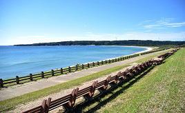 全長460.9m!ギネスも認める世界一長いベンチで海岸線を眺めよう 石川県志賀町