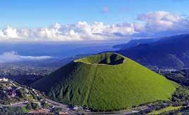 山頂から360度パノラマビューが楽しめる!緑に覆われた大室山へドライブ 静岡県伊東市