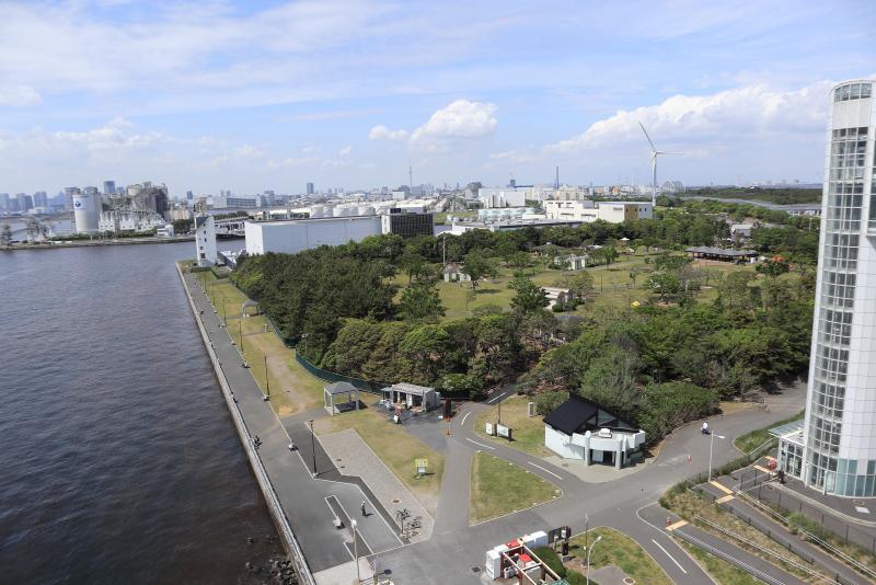 バーベキュー施設を備えた若洲公園。