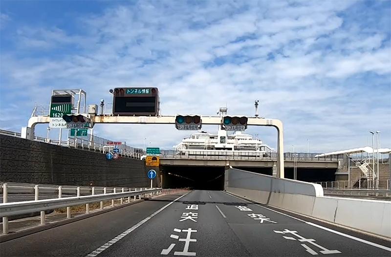 木更津側のアクアトンネル入口