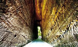 爽やかな風が吹き抜ける!高さ約10mの手掘りのトンネルは迫力たっぷり 千葉県富津市