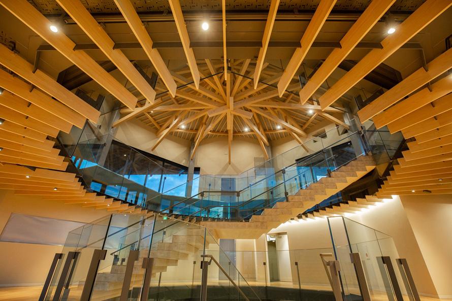 展望施設内は、1階が日本平の歴史や成り立ちを紹介する展示エリア、2階がラウンジ、3階が展望フロアになっている。