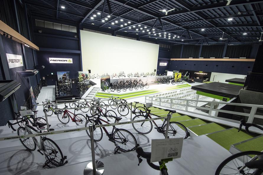 世界的自転車ブランド「MERIDA」の最新モデルを約200台展示する「MERIDA X BASE」。国内最新ラインナップの試乗も可能(有料)なので、検討中ならぜひトライしてみよう。