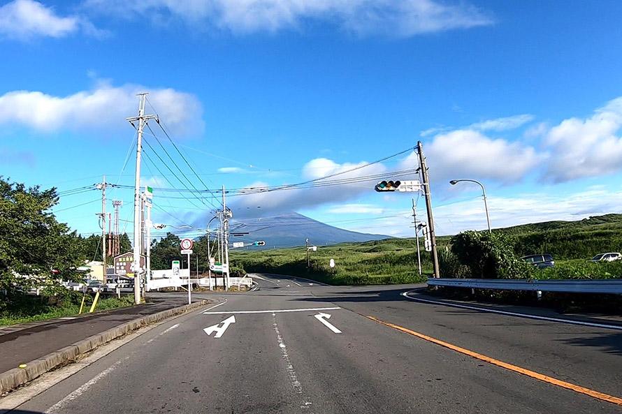 ゴールとなる大野路交差点。スタート地点に比べると富士山が随分大きい。