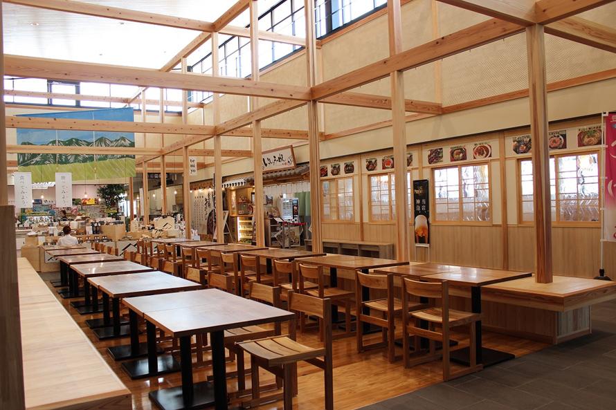 「Tomate(トマッテ)」内には麺処やベーカリー、レストランなどの飲食店やフラワーショップの「食彩村 花マルシェ」が並ぶ。料理教室やセミナーを開催できるプロジェクト室も用意されている。