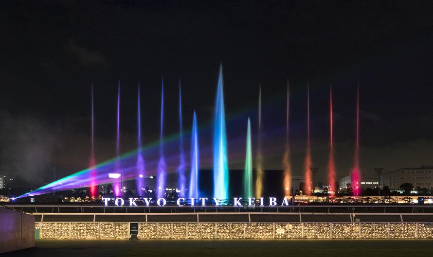 「虹色に輝く光の大噴水」は、『和太鼓三味線・天地雷鳴』またはホルストの『惑星』より木星のサウンドを、水と光で演出するダイナミックなイルミネーション。20分ごとに1回、約5分間実施される。