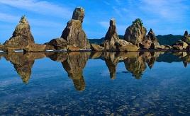 大自然の神秘がここに!大小40の奇岩が並ぶ「橋杭岩」へドライブ 和歌山県串本町市