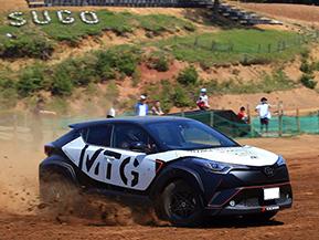 モトクロスコースをランクル、C-HRで走る、宮城トヨタの「4駆祭り」