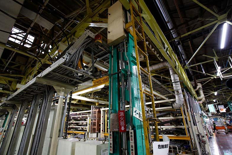 あらためてエメラルドグリーンに塗られた鉄柱が、拳母工場時代からのものだ。ここで約80年、クルマ作りをある意味支え続けている