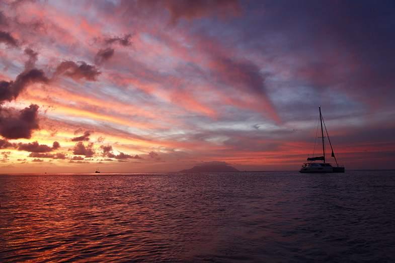 マヘ島西海岸からの夕日