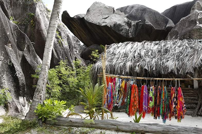 ラ・ディーグ島は、奇岩が多くて神秘的