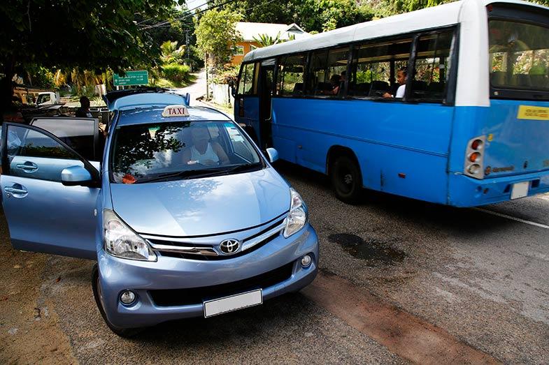 インドネシアで大人気のトヨタ・アバンザ。このサイズで7人乗りがとても便利で、何より丈夫なところが大好きだとタクシー運転手が言っていた