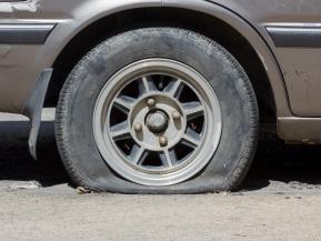 タイヤの空気圧、なぜ高すぎも低すぎもNGなの?