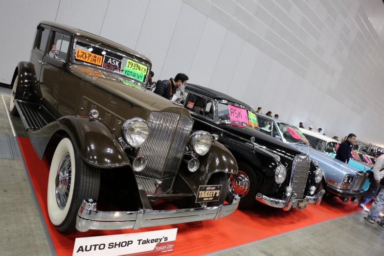 手前からパッカード12、メルセデス・ベンツ300C、ロールスロイス・カマルグ。オートショップ タキーズ(静岡県)のブース