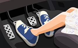 MT車クラッチ操作時のかかと、どうしてる?(クルマの運転操作、みんなはどうしている?)