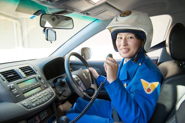 クルマに乗って働く素敵女子 交通機動隊編   トヨタ自動車のクルマ情報 ...