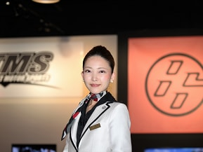 スポーツカーの魅力を女性目線で伝える AREA86女性マネージャー