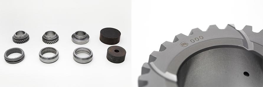 左の写真はギヤ・スリーブが製造工程を経て変化していく様子だ。右の写真のように、一つ一つにシリアルナンバーが刻印されている。写真は試作品