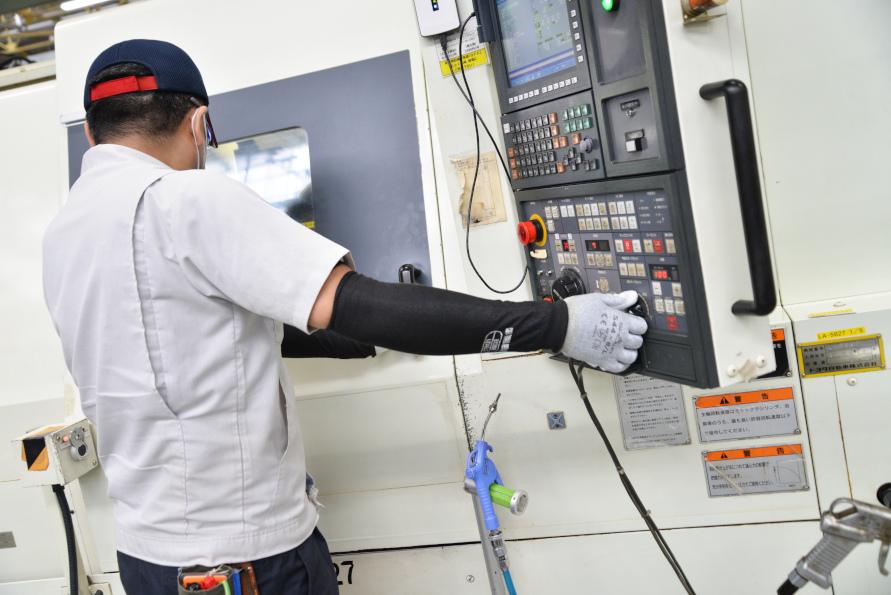 汎用機と匠の技術が合わさることで、精密なパーツを効率良く製造することが可能となる。