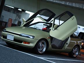 【クルマ好き学生の愛車紹介】唯一無二の存在感!90年代風カスタムのトヨタ・セラ