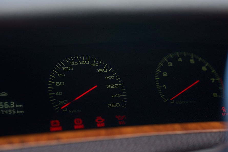 本来は200km/hのメーター表示は、さりげなく260km/h仕様に変更している