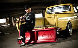 音楽はビートルズ、そしてクルマは左ハンドルの620型ダットラ。プロトランペット奏者が惚れ込んだ貨物自動車の魅力