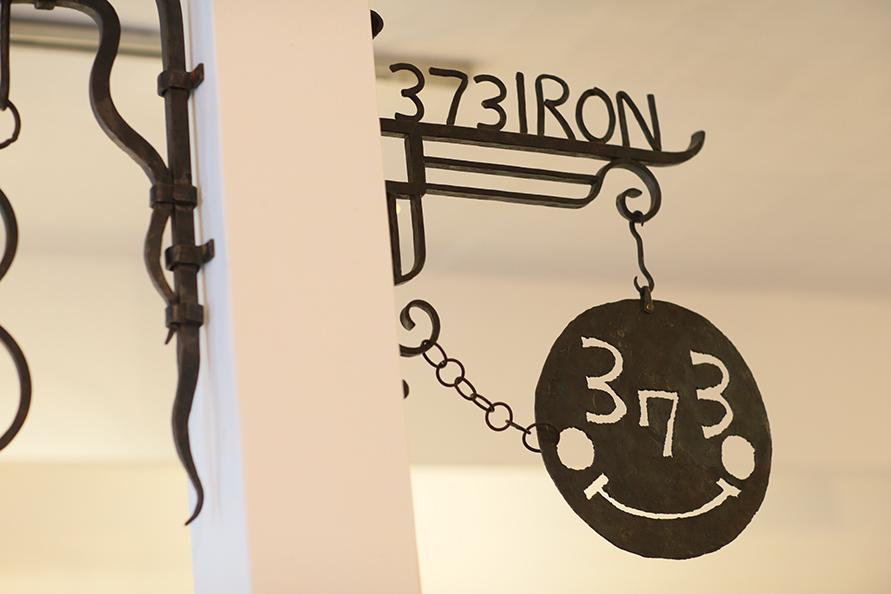 「373」のマークは南さんの作品の刻印としても使われている。