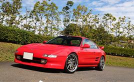 はじめての愛車として選んだのは、自分と同い年の超個性派スポーツMR2(SW20)