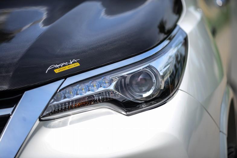 目力の強いフォーチュナーのヘッドライト。自動で点灯、消灯を行うオートヘッドライトです