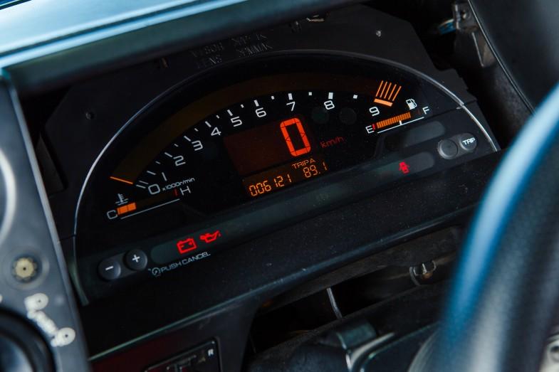 AE86のメーターパネルにキレイに収まったS2000のメーター