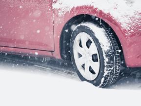 雪でタイヤがスタックしてしまった時の脱出法 -意外と知らないクルマの取説-