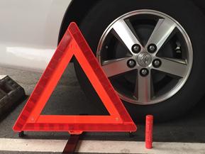 高速道路での事故や故障時に安全に対処するには? -意外と知らないクルマの取説-