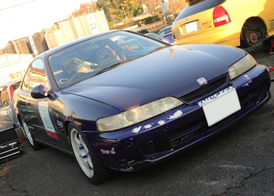 OBから譲ってもらった紫のインテグラ。練習車として夏合宿などで1年生がドライブしている