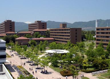広島市に2つ、東広島市に1つのキャンパスを構える広島大学。写真の東広島キャンパスは、面積が約250万m2と全国有数の広さ