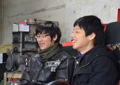 右が2014年度の主将を務めた藤沢君、左が2015年度の主将を担う三浦君