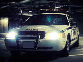 フォード・クラウンビクトリア ポリスインターセプター…ニューヨーク市警で活躍した本物のパトカーを改造し公認車へ