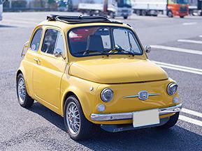 「ルパン三世 カリオストロの城」の世界から飛び出してきたような、日本車の血も混じった1971年式Fiat・500L