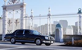 人生初の愛車はV12エンジンを搭載するトヨタ・センチュリー!憧れの存在と暮らす20歳のオーナーの情熱とは?