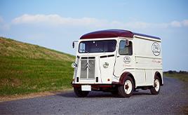 生産から50年以上経ってもキッチンカーとして愛される存在。シトロエン・Type H