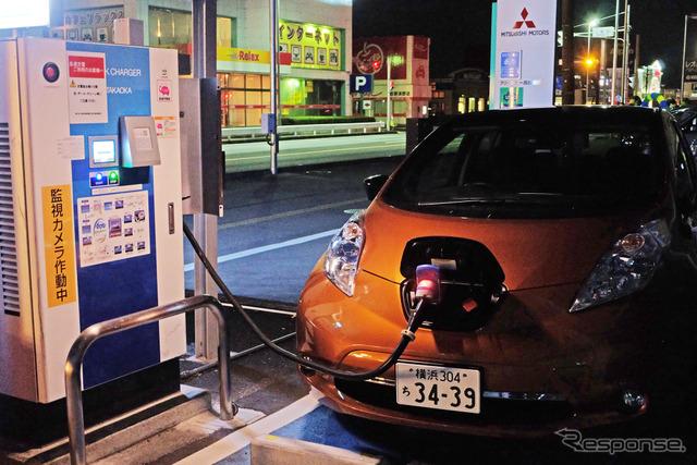 東京・葛飾を出発後、最初に充電した東日本三菱自動車販売・西那須野店。急速充電器は出力30kWの中速タイプ。